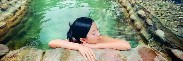 http://gody.vn/blog/nguyentoan/post/list-7-suoi-nuoc-nong-tu-nhien-dep-nhu-tien-canh-o-viet-nam-564