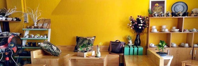 http://gody.vn/blog/nguyentoan05/post/top-cac-quan-cafe-khong-gian-dep-nhat-trong-cac-chung-cu-pho-di-bo-nguyen-hue-536