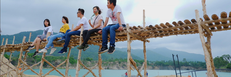 http://gody.vn/blog/thaison.vg8244/post/bluestones-lake-san-khau-cua-nhung-ke-mong-mo-547