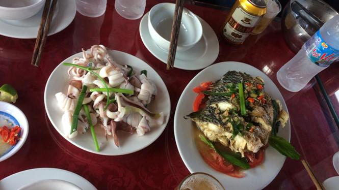 Du khách bị 'chém' bữa cơm 9 triệu đồng trên vịnh Hạ Long